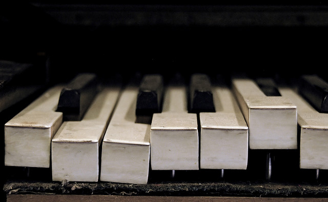 broken-piano-keys-1