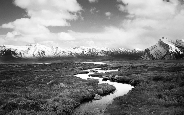 nature-landscape-black-and-white-norway-mountain-river-wallpaper-1024x640